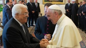 This is leadership: Pope Francis welcomes President Abbas in Rome for the canonisation of two Palestinian nuns, in May 2015. (Photo: AFP)