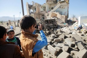A boy uses a cell phone to photograph the wreckage of a house destroyed by a Saudi-led air strike on the outskirts of Sana'a, Yemen, Nov. 13, 2016. Photo: Reuters