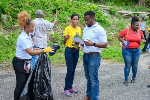 A Nuh Dutty Up Jamaica community cleanup last year in Ocho Rios. (Photo: JET)